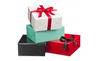 Blizgus ir tvirtas spalvotas dovanų pakavimo popierius rulonuose