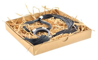 Dviejų dalių dovanų dėžutė iš kartono